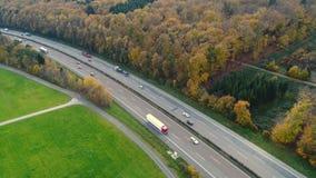 Weg - dicht verkeer, luchtmening stock video