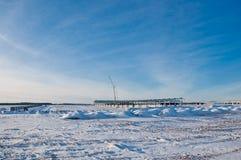 Weg die met sneeuw wordt behandeld stock fotografie