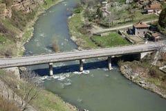 Weg die over de Iskar-rivier overgaan Stock Foto's