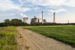 Weg die tot Elektrische centrale leiden stock foto