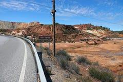 Weg die tot Rio Tinto-rivier dichtbij Nerva in Spanje leiden royalty-vrije stock fotografie