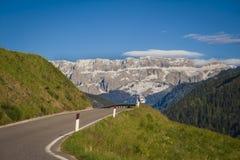 Weg in Dolomietbergen, Italië stock foto's