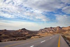 Weg door de Woestijn Stock Afbeeldingen