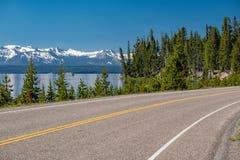 Weg door het meer in Yellowstone Stock Fotografie