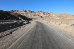 Weg door het nationale park van de doodsvallei californië Stock Afbeelding