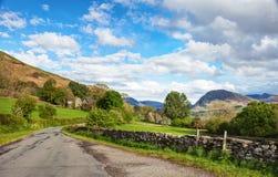 Weg door het platteland, het Nationale Park van het Meerdistrict, Cumbria, Engeland, het UK Royalty-vrije Stock Foto's