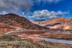 Weg door Jelepla-Pas, Dzuluk, Sikkim stock afbeelding