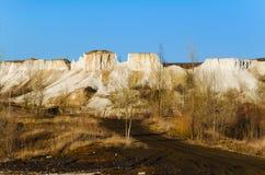 Weg in een bergenland. landelijk landschap royalty-vrije stock fotografie