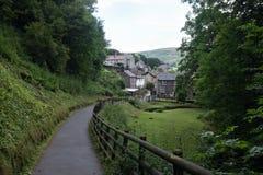 Weg in een dorp in Engeland Stock Fotografie