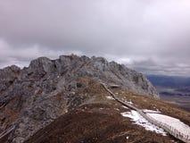 Weg en bergbovenkant Stock Fotografie