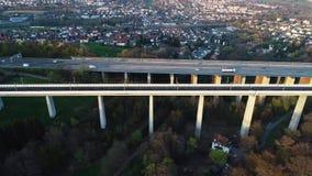Weg en spoorwegbrug - satellietbeeld stock footage