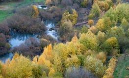 Weg fallen Blätter sind im Wasser Stockfotos