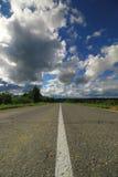 Weg in gebieds bewolkt landschap Stock Foto's