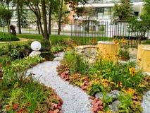Weg in groene tuin Royalty-vrije Stock Foto's