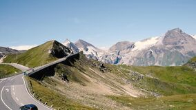 Weg in Grossglockner in Oostenrijkse Alpen stock videobeelden