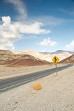 Weg in het nationale park van de doodsvallei Stock Afbeeldingen
