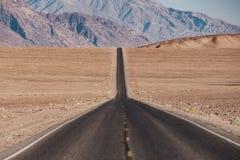 Weg in het Nationale Park van de Doodsvallei, Californië Royalty-vrije Stock Afbeelding