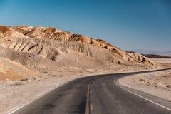 Weg in het Nationale Park van de Doodsvallei, Californië Royalty-vrije Stock Foto's