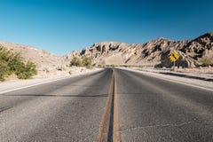 Weg in het Nationale Park van de Doodsvallei, Californië Stock Foto's
