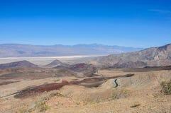 Weg 190 in het Nationale Park van de Doodsvallei, Californië Stock Foto