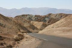 Weg in het nationale park van de Doodsvallei, Californië, de V.S. Stock Foto's