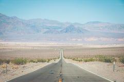 Weg in het nationale park van de Doodsvallei, Californië, de V.S. Stock Foto