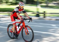 Weg het rennen fietser opleiding met vage achtergrond royalty-vrije stock fotografie