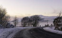 Weg in het Schotse platteland royalty-vrije stock fotografie