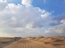 Weg in het zand royalty-vrije stock afbeeldingen