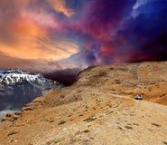 Weg in Himalayagebergte royalty-vrije stock afbeelding