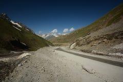 Weg in Himalayagebergte Stock Afbeeldingen