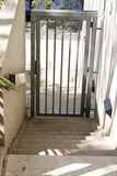 Weg hinunter die Treppe zum Tor Lizenzfreies Stockbild