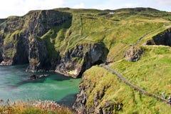 Weg langs de kust in Carrick een rede in Noord-Ierland Stock Afbeelding