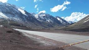 Weg in Los de Andes, Mendoza, Los Libertadores grensovergang stock foto's