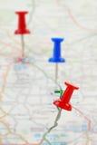 Weg markiert auf einer Karte stockbilder