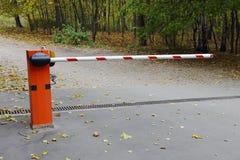 Weg met een barrière wordt gesloten die Royalty-vrije Stock Foto