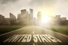 Weg met het woord van Verenigde Staten bij zonsopgang Royalty-vrije Stock Foto