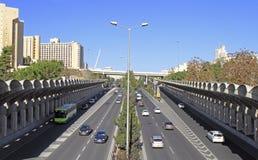 Weg met intensief verkeer in Jeruzalem royalty-vrije stock foto's