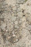 Weg met stukken van asfalt Stock Foto