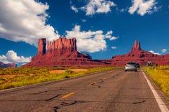 Weg in Monumentenvallei, Utah/Arizona, de V.S. Stock Foto's
