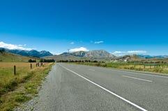 Weg naar panoramische berg royalty-vrije stock afbeelding