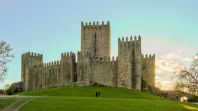 Weg nahe bei dem Schloss von Guimaraes Stockfotografie