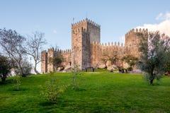 Weg nahe bei dem Schloss von Guimaraes Stockbilder