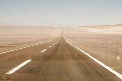 Weg op Atacama-woestijn, Chili Stock Foto's