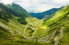 Weg op bergvallei Stock Foto's