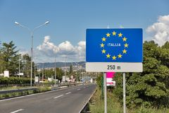 Weg op de raad van Slovenië Italië in Skofije, Slovenië Royalty-vrije Stock Foto