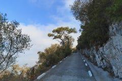 Weg op de rand van klippenaandrijving aan de Rots Gibraltar stock afbeelding