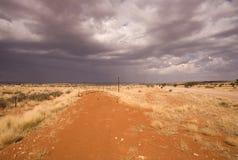 Weg op een woestijn in Afrika Stock Afbeeldingen