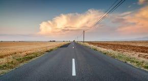 Weg op plateau van Valensole, de Provence, Frankrijk Stock Afbeelding