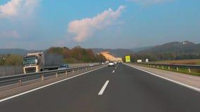 Weg in Slovenië, A1 tussen Ljubljana en Maribor, nabijheid van Lukovica stock videobeelden